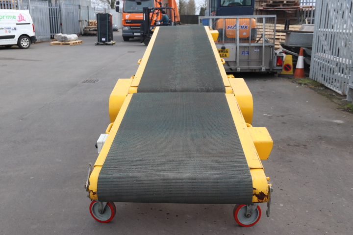 Used vehicle unloading conveyors