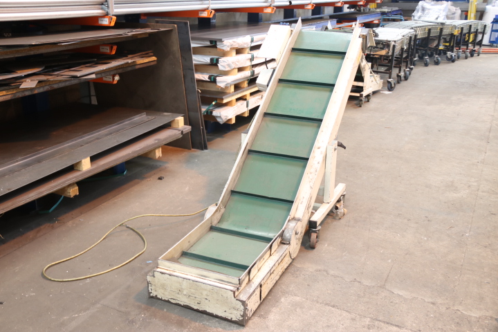 used plastics conveyor used injection moulding conveyor used virginio nastri conveyor used incline conveyor used swan neck conveyor