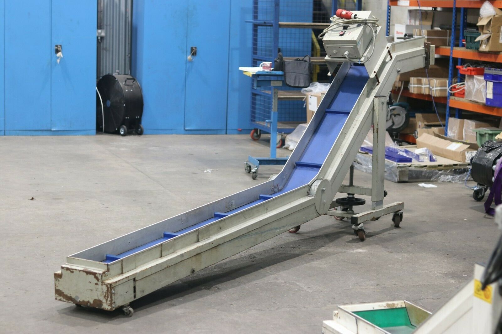 USED INJECTION MOULDING CONVEYORS