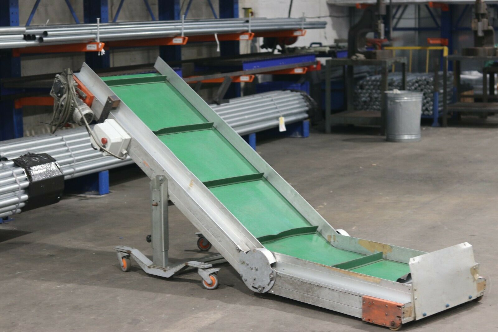 Wide Used Incline Flighted elevator for small plastic injection moulded parts
